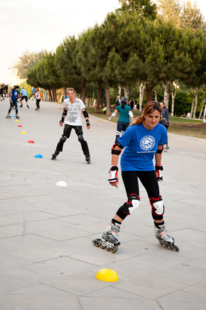 downhill skating classes estacio del nord park